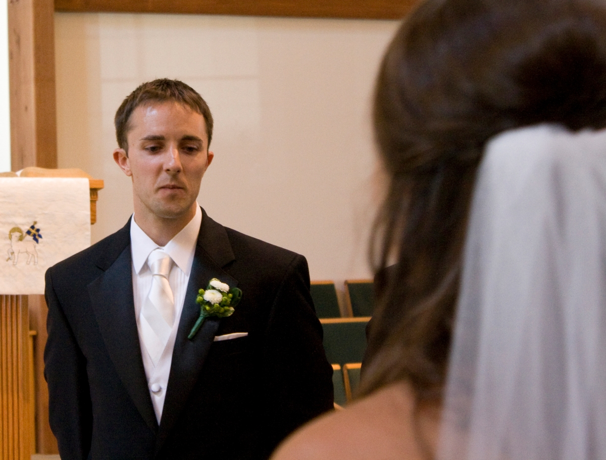 groom-sees-bride